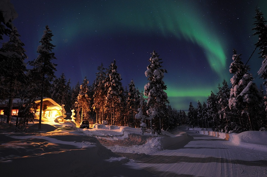 Honeymoon in Finland: sleep in an igloo under the Northern Lights