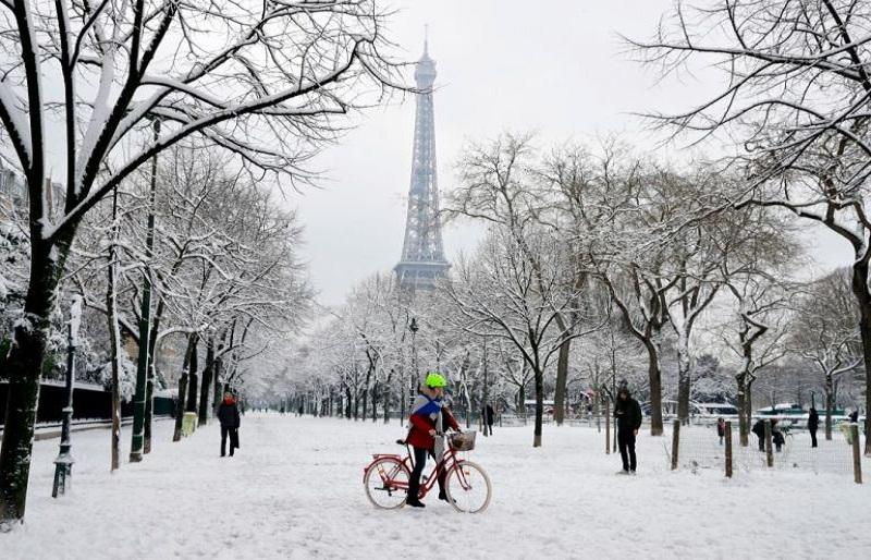 discover Paris in winter
