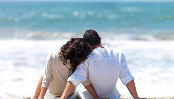Buddy Moon: the honeymoon with friends