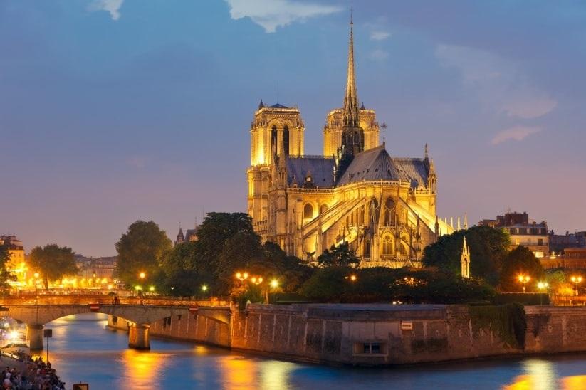 Romantic honeymoon in Paris