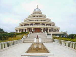 5 ashrams in India: the most visited spiritual retreat sites